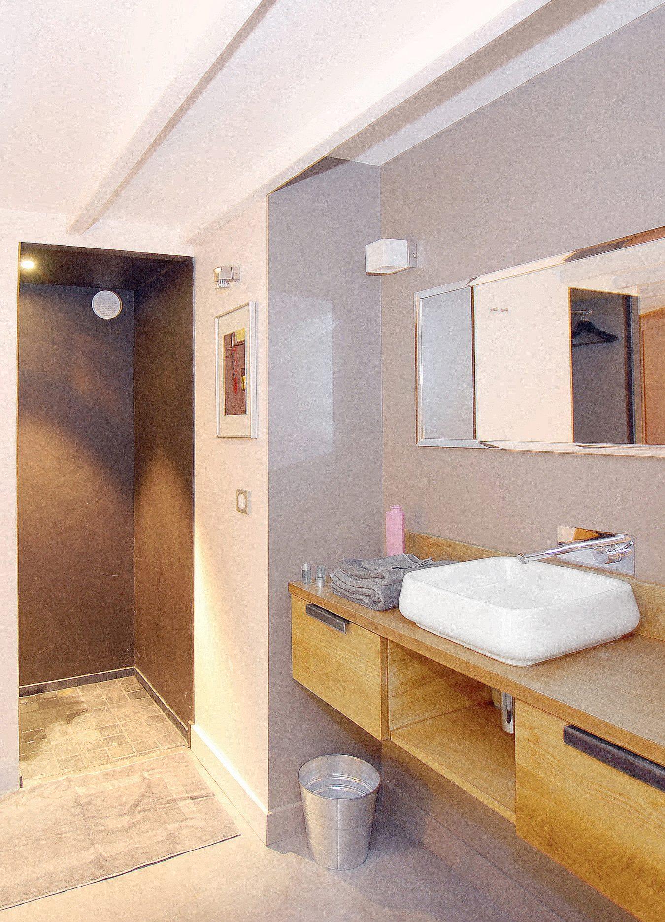 Anouck Charbonnier - Aménagement de la salle de bain d'un studio sur cours